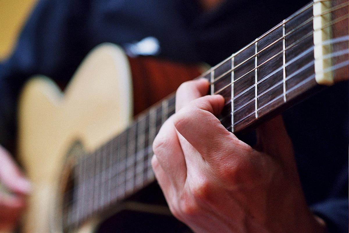 """קורס לנגינת גיטרה - תשע""""ט"""